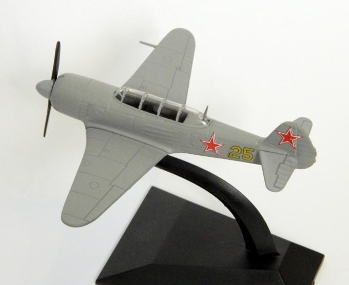 """Изображение модели Як-11 журнала """"Легендарные самолеты"""""""