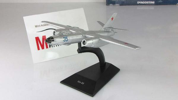 """Изображение модели Ил-28 журнала """"Легендарные самолеты"""""""