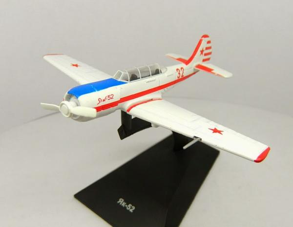 """Изображение модели Як-52 журнала """"Легендарные самолеты"""""""