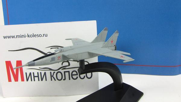 """Изображение модели МиГ-25РБ журнала """"Легендарные самолеты"""""""