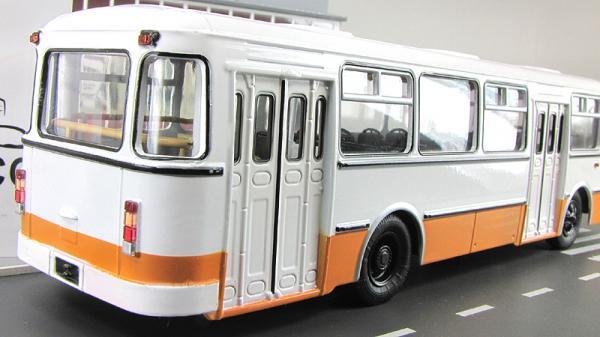 ЛИАЗ-677М городской (Советский автобус) [1990г., Бело-Коричневый, 1:43]