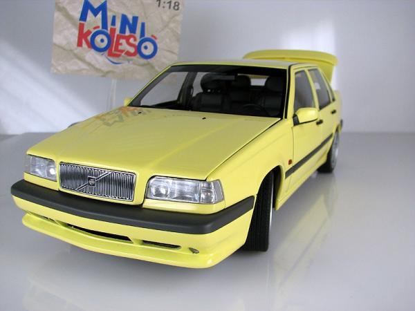 VOLVO 850 T-5R SEDAN (Autoart) [1995г., Желтый, 1:18]