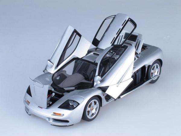 McLaren F1 Short Tail Road Car (Autoart) [1992г., Серебристый металлик, 1:18]