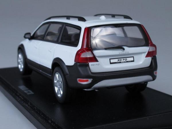 Volvo XC70 (Motorart) [2007г., Белый, 1:43]