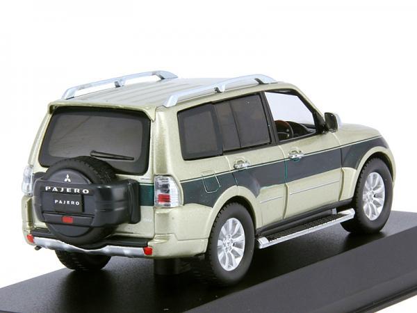 Mitsubishi Pajero Long S-E (J-collection) [2012г., Бежевый, зеленый, 1:43]