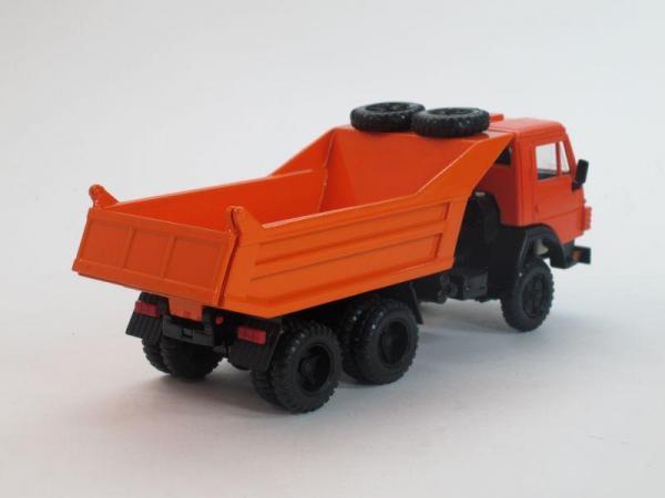 КамАЗ-55111-01 с двумя запасками, самосвал (Элекон) [1988г., Оранжевый, 1:43]