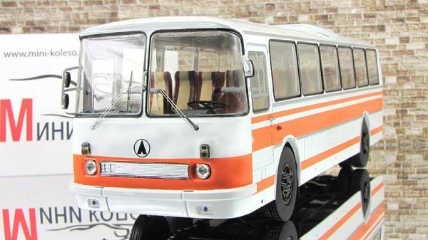 ЛАЗ-699Р (Classicbus) [1980г., Белый с ранжевым, 1:43]