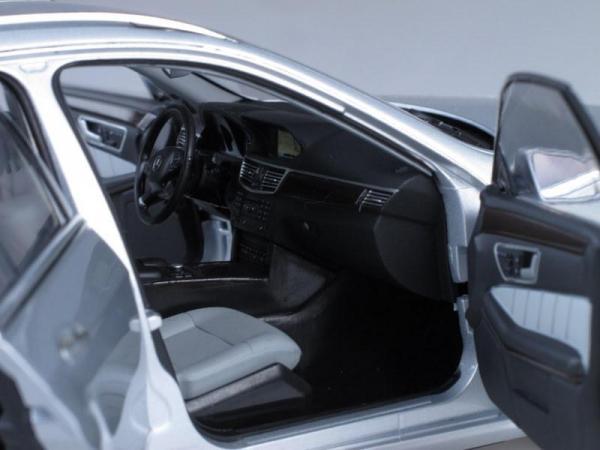Mercedes-Benz E-Class T-Model Avantgarde (Minichamps) [2009г., Серебристый металлик, 1:18]