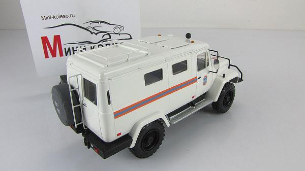 """ГАЗ-3902 """"Вепрь"""" трехдверный (Kherson-Model) [1972г., Белый, 1:43]"""