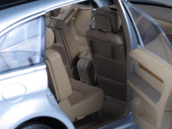 Mercedes-Benz R-Klasse (Minichamps) [2006г., Серебристый металлик, 1:18]
