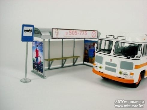 Остановка + знак «автобусной остановки» (Ручная работа) [Серый с рекламой, 1:43]
