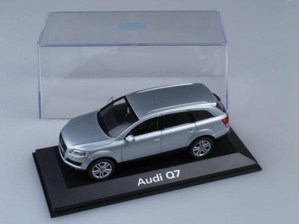 Audi Q7 (Minichamps) [2005г., Серебристый металлик, 1:43]