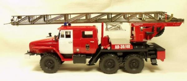 Урал-4320 пожарная лестница АЛ-30/40 (Миниград) [1977г., Красный с белыми полосами, 1:43]