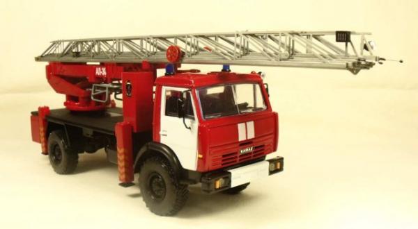 КаМАЗ-4326 автолестница АЛ-30-160 (Миниград) [1979г., Красный с белыми полосами, 1:43]