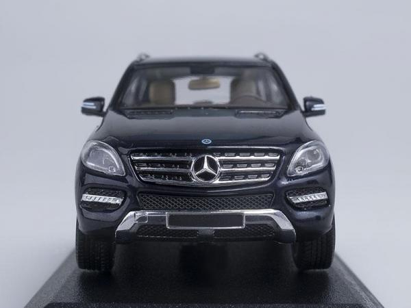 Mercedes-Benz M-Klasse (Minichamps) [2011г., Синий, 1:43]
