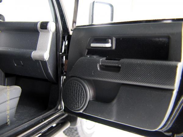 TOYOTA FJ CRUISER (Autoart) [2006г., Черный, 1:18]