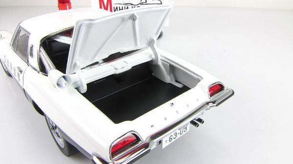 MAZDA COSMO SPORT JAPANESE POLICE CAR (LIMITED EDITION OF 6,000 PCS WORLDWIDE) (Autoart) [1967г., белый/черный, 1:18]