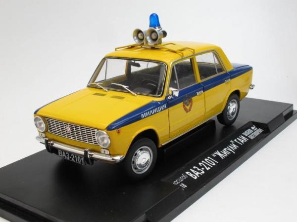 """ВАЗ-2101 """"Жигули"""" ГАИ Милиция (Наш Автопром) [1970г., Лимонный с синим, 1:18]"""