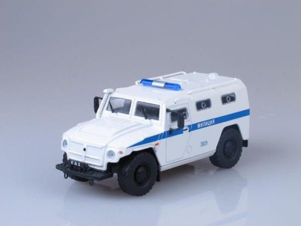 """ГАЗ-233036 """"Тигр"""" ОМОН (DeAgostini (Автомобиль на службе)) [2005г., Белый с синей полосой, 1:43]"""