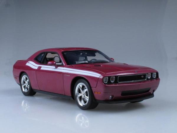Dodge Challenger R/T (Highway 61) [2010г., Розовый металлик, 1:18]