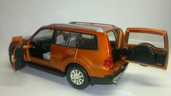 Mitsubishi Pajero (UNI-Fortune) [1999г., Темно-оранжевый металлик, 1:32]