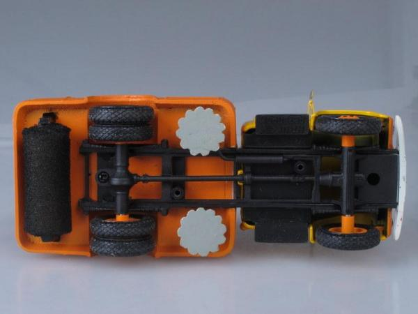 ПУ-20 (ГАЗ-52-04) подметально-уборочная машина (Vector-Models) [1960г., Оранжевый с желтой кабиной, 1:43]