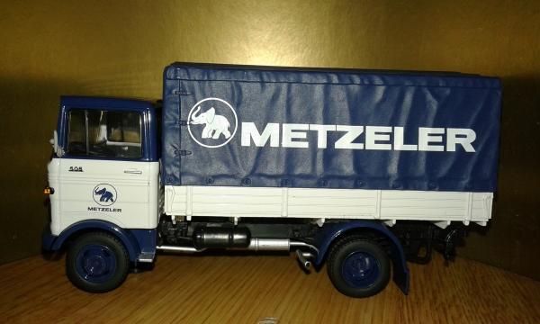 Mercedes-Benz LP 608 Metzler (Schuco) [1973г., синий-белый, 1:43]