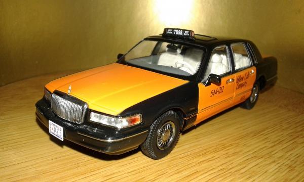 Lincoln Town Car New-York Taxi (Premium X) [1996г., черный , оранжевый, 1:43]