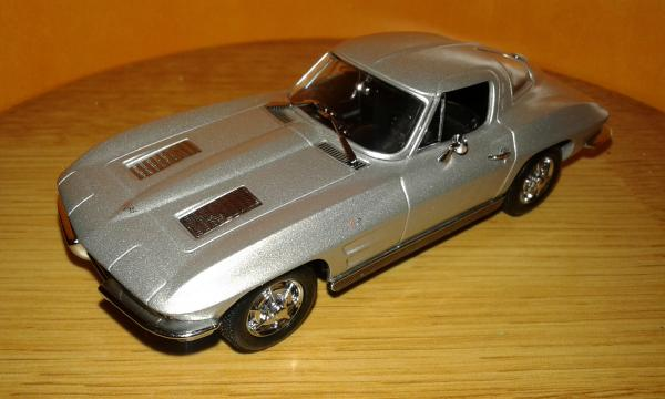 Chevrolet Corvettes C2 Coupe (Minichamps) [1963г., серебристый, 1:43]