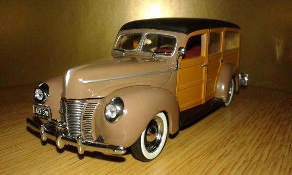 Ford Deluxe Woody Station Wagon (Minichamps) [1940г., коричневый, 1:43]