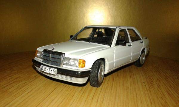 Mercedes-Benz 190E 2.0 (Autoart) [1990г., белый, 1:43]