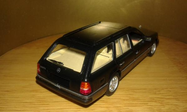 Mercedes-Benz 320TE (Minichamps) [1990г., черный, 1:43]