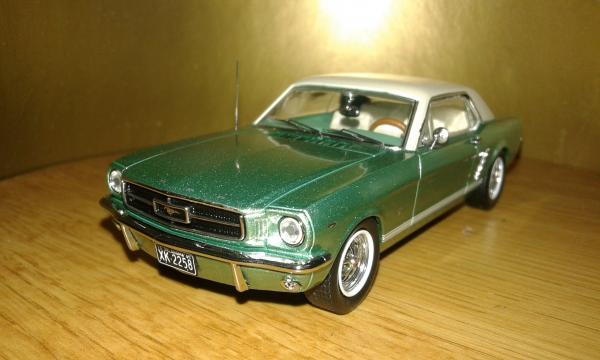 Ford Mustang Convertible (Premium X) [1965г., салатовый, 1:43]