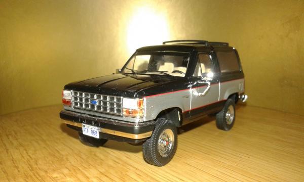 Ford Bronco II 4x4 (Premium X) [1989г., черный, серебристый, 1:43]