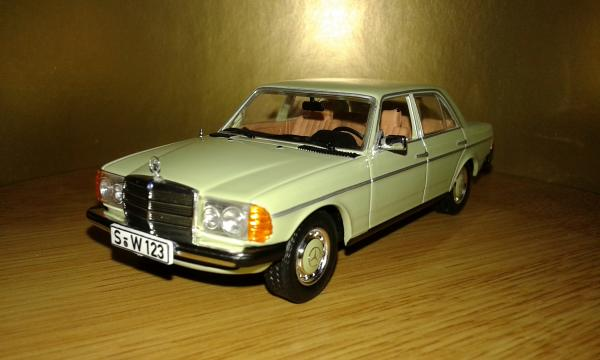 Mercedes-Benz 200D (WhiteBox) [1976г., салатовый, 1:43]