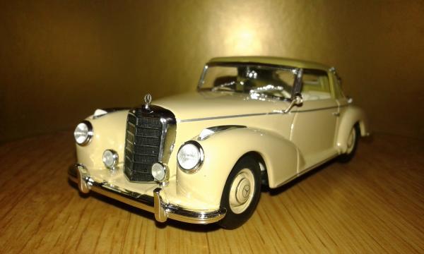 Mercedes-Benz 300S Cabriolet A (Minichamps) [1952г., бежевый, 1:43]