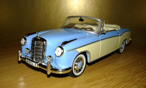 Mercedes-Benz 220SE Convertible (WhiteBox) [1958г., бежевый-голубой, 1:43]