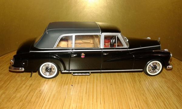 Mercedes-Benz 300D SCV-1 (Norev) [1960г., черный, 1:43]