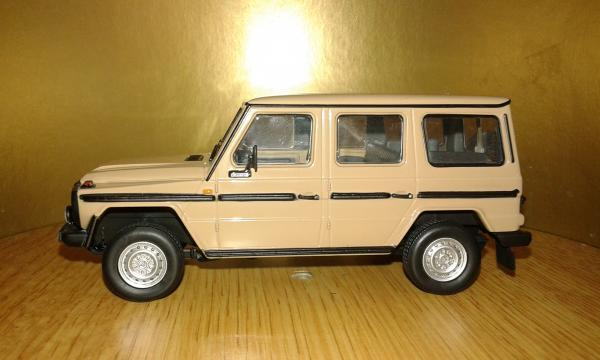 Mercedes-Benz 230GE (Minichamps) [1980г., бежевый, 1:43]