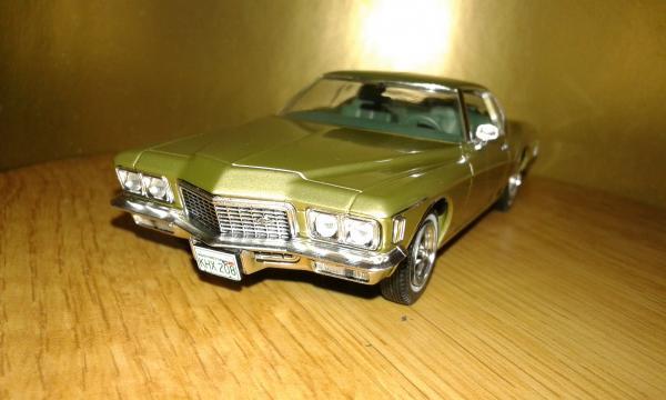 Buick Riviera Coupe (Premium X) [1971г., золотисто зеленый, 1:43]