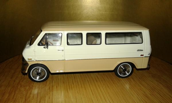 Ford Econoline (Premium X) [1971г., Бежевый, 1:43]
