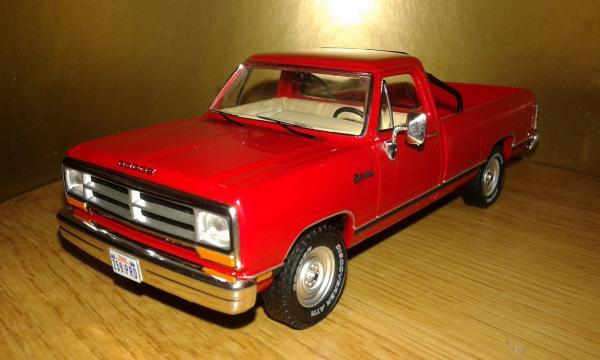 Dodge RAM (Premium X) [1987г., красный, 1:43]