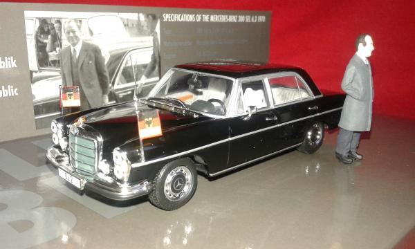 Mercedes-Benz 300SEL 6.3L Willy Brandt (Minichamps) [1970г., черный, 1:43:]