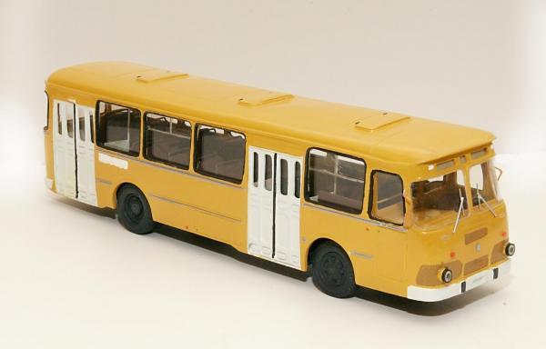Лиаз-677М (ФиНоКо) [1986г., желтый, 1:43]