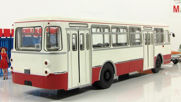 Лиаз-677 (Classicbus) [1967г., бежевый, бордовые полосы, 1:43]