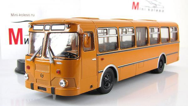 Лиаз-677М (Советский автобус) [1990г., охра. белые двери, 1:43]