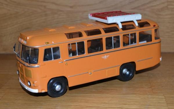 ПАЗ-672М газобалонный (Vector-Models) [1982г., охра/белый, 1:43]