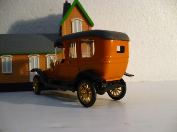 Руссо-Балт С24/40 лимузин (А-32) (Тантал-Агат-Радон (Саратов)) [1912г., яркий персик, 1:43]