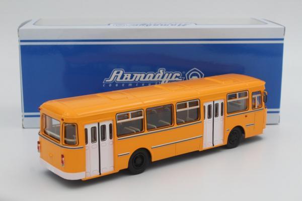 Лиаз-677М (Советский автобус) [1986г., Охра, белые двери.белый бампер., 1:43]