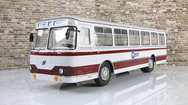 Лиаз-677В экскурсионный (Vector-Models) [1970г., бленый .бордовый, 1:43]